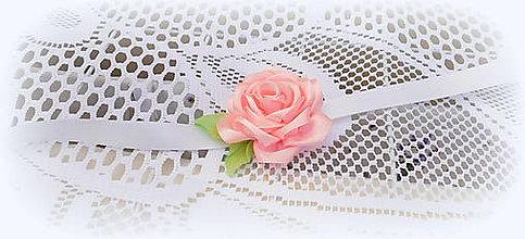 Košíky - Košík svadobný so saténovou ružou (náramok pre družičku) - 9598723_