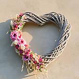 Letné srdce s fialovou cíniou