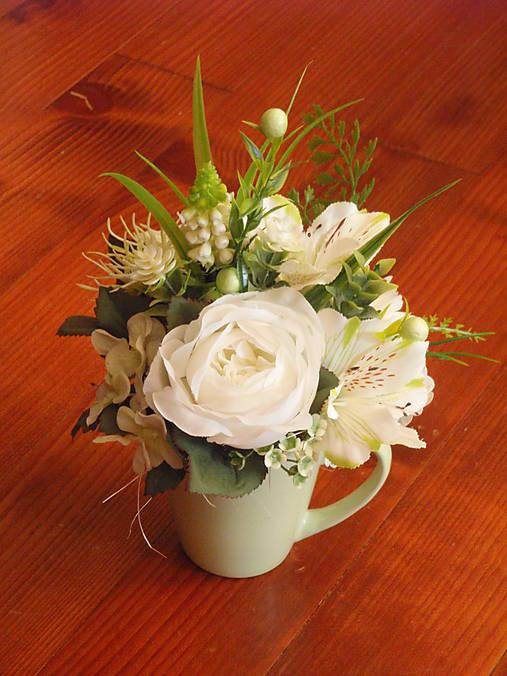 Zeleno-biela dekorácia v hrnčeku aj pre učiteľku