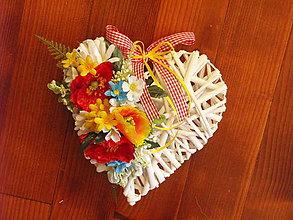 Dekorácie - Srdce z lúčnych kvietkov s vlčím makom 25cm - 9600275_