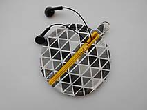 Taštičky - obal na slúchadlá - trojuholníky - 9605448_