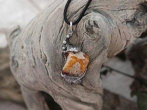 Náhrdelníky - Teplé lúče (ohnivý opál v materskej hornine) - 9604361_