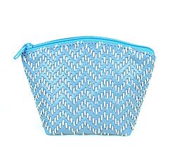 Taštičky - Kožená ručne vyšívaná kozmetická taštička v modrej farbe - 9604892_