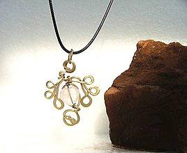Náhrdelníky - Prívesok vytepaný z bronzu a Ruženín v tvare srdca - 9604993_
