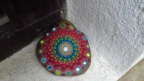 Dekorácie - Červené krúženie - Na kameni maľované - 9604304_