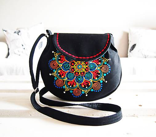 Malá čierna kabelka s maľovanou mandalou   DARTASKA - SAShE.sk ... 9bea3334ea1