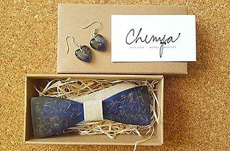 Doplnky - Púpavovo-živicový motýlik Chenya +náušničky - 9606478_