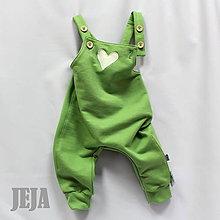 Detské oblečenie - Zelené tepláky na traky so srdiečkom - 9608248_