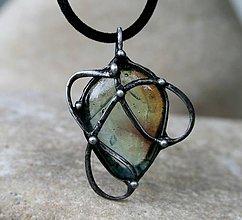 Náhrdelníky - Zelenkavohnedé sklo prívesok/náhrdelník - 9608164_