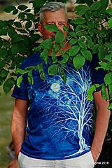 Topy, tričká, tielka - Pánske tričko batikované, maľované SVÄTOJÁNSKA NOC - 9609410_