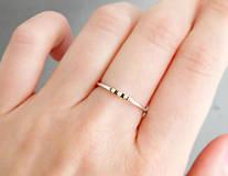 Prstene - Strieborný prsteň Tri bodky so 585/1000 zlatými guličkami - 9618160_
