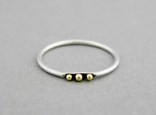 Strieborný prsteň Tri bodky so 585/1000 zlatými guličkami