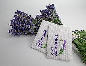 Úžitkový textil - Vyšívané vrecúška na levanduľu - 9616028_