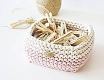 Košíky - Pletený košík štvorcový - ružový/prírodný - 9616846_