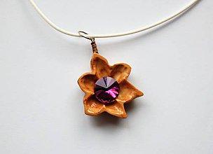 Náhrdelníky - Drevený náhrdelník - Jemný kvietok - 9617622_