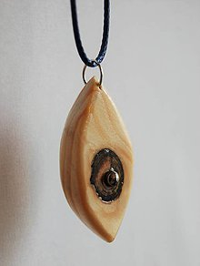 Náhrdelníky - Drevený náhrdelník - Oko stromu - 9618043_