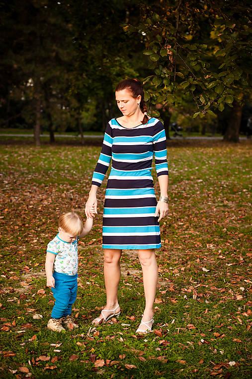 b1321fec291f Pásikové modro-biele šaty s trištvrťovým rukávom a prekryvom na dojčenie