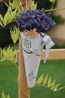 Dekorácie - Levanduľový kornútok od včielok - 9620279_