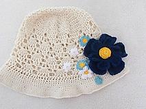 Detské čiapky - Prírodný klobúčik s modrými kvietkami - 9622901_