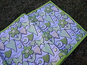 Úžitkový textil - Obrus láska na dreve (Zelená) - 9626586_