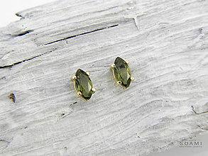Náušnice - 14k zlaté náušnice s prírodným vltavínom - 9625338_