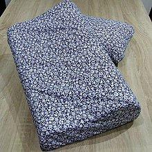 Úžitkový textil - Biele kvietky na modrej - obliečka na anatomický vankúš - 9626026_