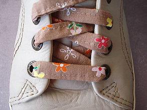 Iné doplnky - Šnúrky do topánok - kvetinky na mliečnej čokoláde - 9627926_
