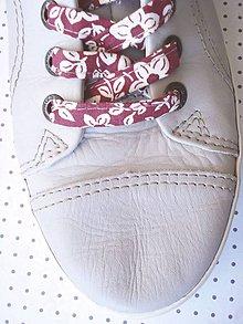 Obuv - Šnúrky do topánok - bordové s kvetinkami - 9628093_