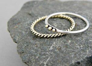 Prstene - 14k zlatý prsteň so strieborným ozdobeným zlatými guličkami - 9632257_