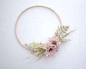 Dekorácie - kvetinový veniec ,,ružový,, - 9631694_