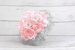 Kytice pre nevestu - Saténová kytica svadobná bledoružová ruže + pierko - 9631762_