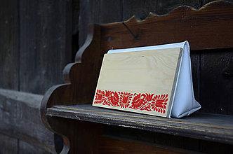Kabelky - DREVENÁ KABELKA ČATAJSKÉ KVETY (25x15x7cm - Červená/smrek) - 9636256_