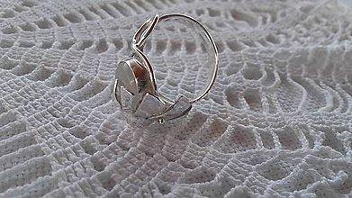Prstene - Strieborný prsteň s mesačným kameňom - 9635264_