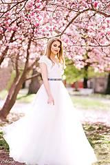 Šaty - Svadobné šaty s V výstrihom a tylovou kruhovou sukňou - 9635258_