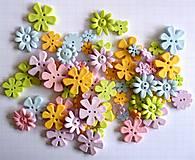 Galantéria - Plastové gombíčky kvetinky (balíček 30ks) - 9635017_