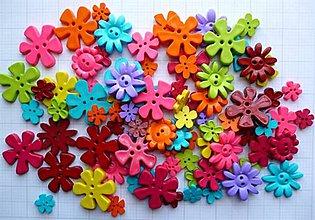 Galantéria - Plastové gombíčky kvetinky (balíček 30ks) - 9635015_