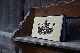 Kabelky - DREVENÁ KABELKA ČATAJSKÉ VTÁČIKY (25x15x7cm - Čierna/smrek) - 9636347_