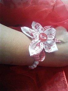 Náramky - perlový náramok s kvietkom - 9637712_