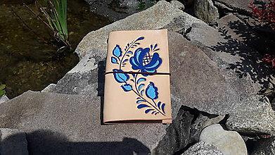 Nezaradené - Kožený obal na zápisník A6 ľudový motív - 9636792_