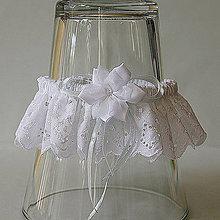 Bielizeň/Plavky - Biely madeirový podväzok s látkovým kvetom - 9641222_