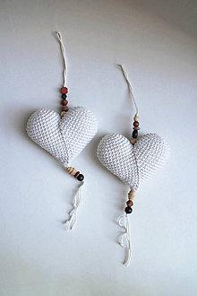 Dekorácie - Háčkované srdiečko na zavesenie veľké| Biela | svetlá | drevené korálky - 9644991_