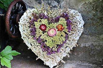 Dekorácie - Srdiečko zo sušených kvetín - 9643158_