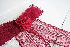 Odznaky/Brošne - Mašľa Rea - brošňa, červená ruža - 9644037_