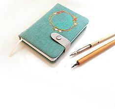 Papiernictvo - Vyšívaný zápisník Venček na svetlomodrej - A6 - 9643579_