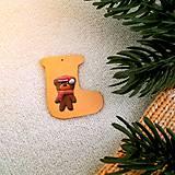 Dekorácie - Zvieracie vianočné ozdoby čižmička - macko - 9642647_