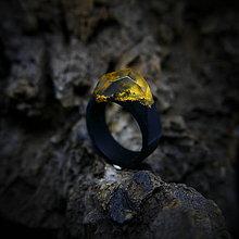 Prstene - Drevený prsteň: Zlatá pani - 9646128_