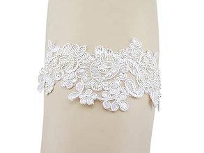 Bielizeň/Plavky - Svadobný podväzok ivory s čipky vyšívanej perličkami a flitrami 02 - 9646705_