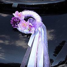 Dekorácie - výzdoba na svadobné auto - levandulový veniec - možnosť zmeny farby stúh a organzy (Čierno-biela) - 9647225_