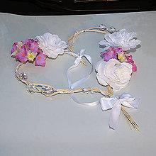 Nezaradené - Ratanové srdiečko s bielymi doplnkami, kvetmi a ružovo - levandulovo - smotanovými hortenziami - 9647330_
