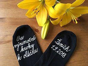 Obuv - Maľované ponožky pre ženícha (čierne písaným písmom) - 9647849_